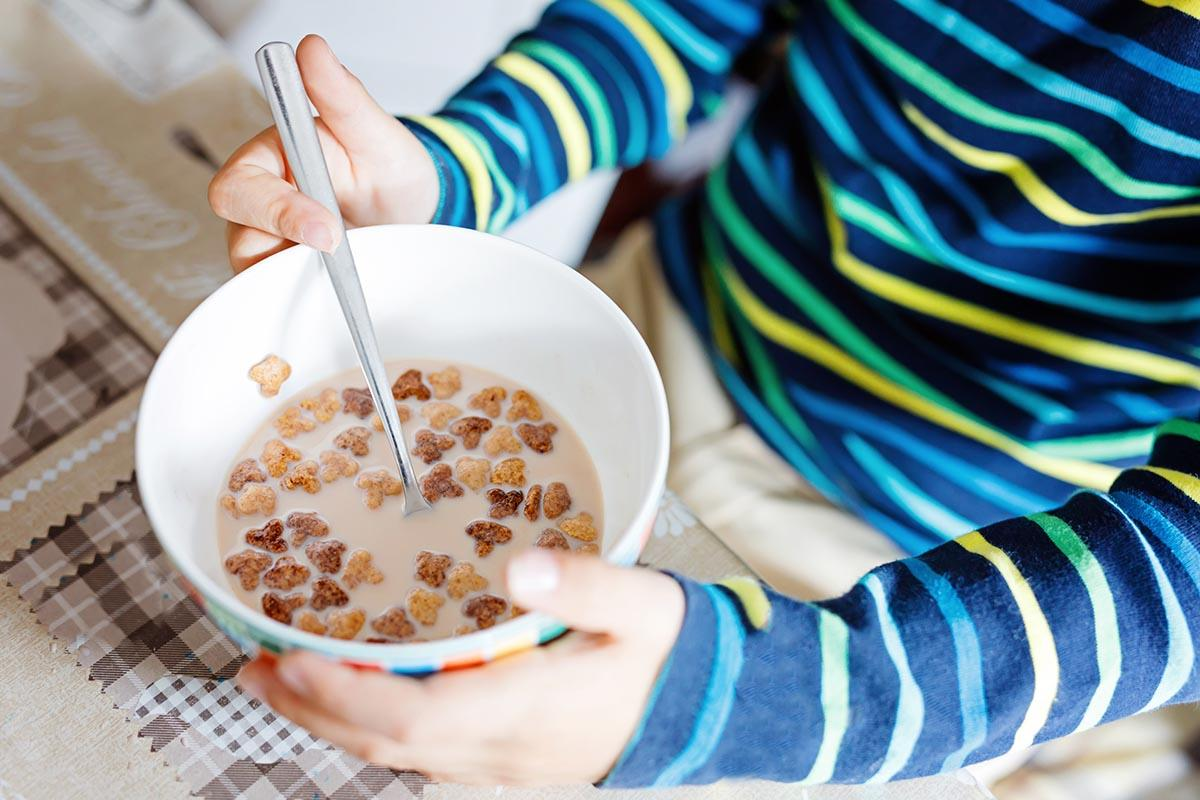 A child eats breakfast cereals.